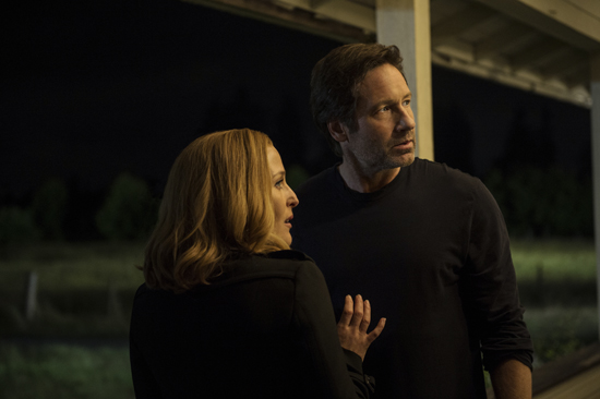 THE X-FILES:  L-R:  Gillian Anderson and David Duchovny.  The next mind-bending chapter of THE X-FILES debuts with a special two-night event beginning Sunday, Jan. 24 (10:00-11:00 PM ET/7:00-8:00 PM PT), following the NFC CHAMPIONSHIP GAME, and continuing with its time period premiere on Monday, Jan. 25 (8:00-9:00 PM ET/PT).  ©2016 Fox Broadcasting Co.  Cr:  Ed Araquel/FOX