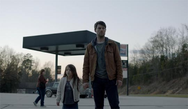 patrick-fugit-madeleine-mcgraw-outcast-1.10-this-little-light-600x350